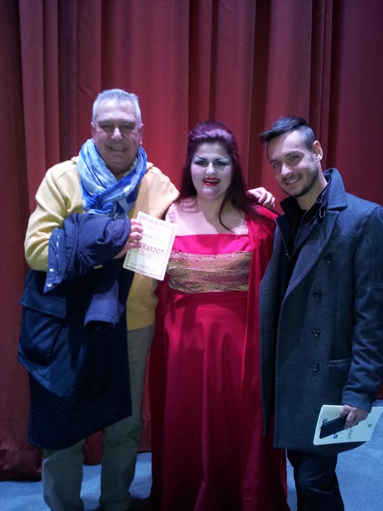 Renzo Bellardone con il soprano Maria Billeri e lo scenografo Demian Palvetti